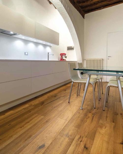 Flywood3 - Kobel Srl- Pavimenti, rivestimenti e tessili per il tuo business