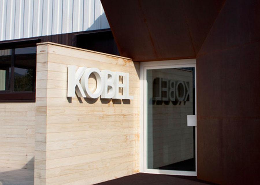 chisiamo sede entrata - Kobel Srl- Pavimenti, rivestimenti e tessili per il tuo business